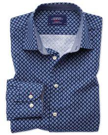 Classic Fit Hemd in Blau und Weiß mit geometrischem Print