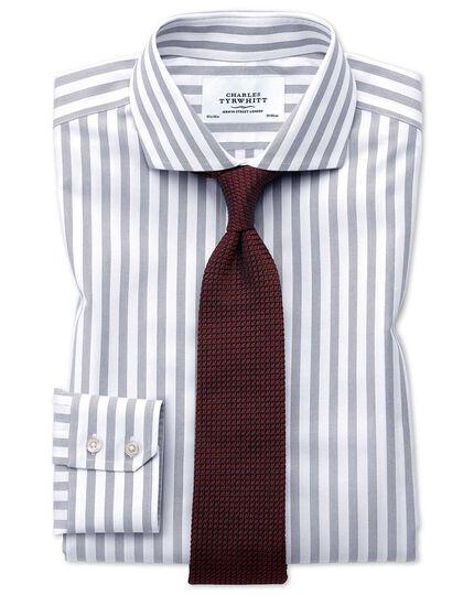 Bügelfreies Slim Fit Hemd mit Haifischkragen in Grau mit breiten Streifen
