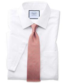 Bügelfreies Classic Fit Popeline-Kurzarmhemd in Weiß