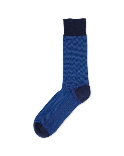 Socken in blau mit Fischgrätmuster
