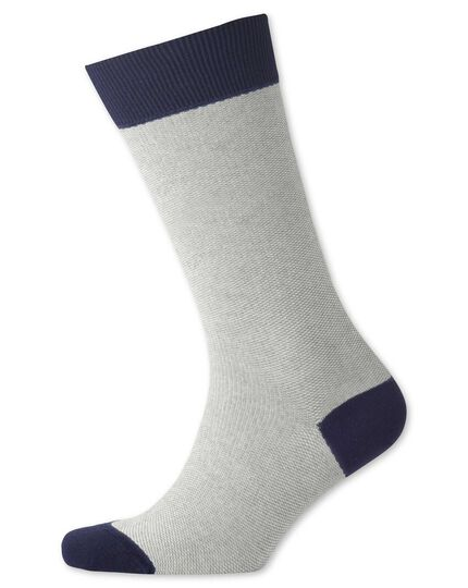 Socken in Grau mit Pfauenaugenmuster