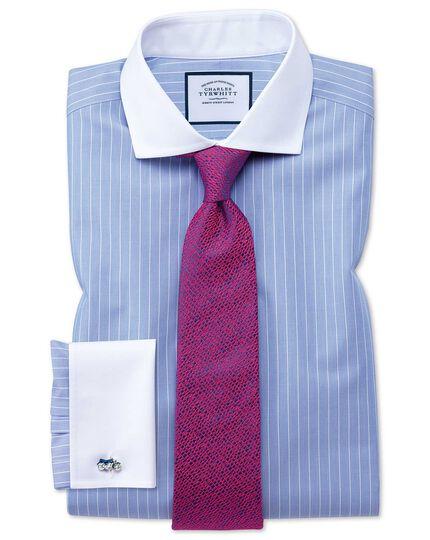 Bügelfreies Slim Fit Winchester Hemd mit Haifischkragen in Blau und Weiß