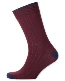 Rippstrick-Socken in burgunderrot