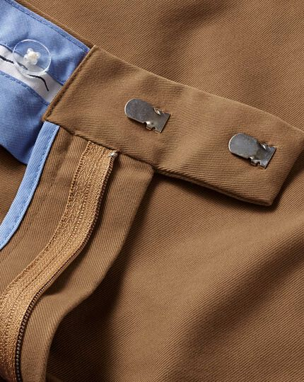 Camel classic fit single pleat non-iron chinos