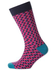Socken in rosa mit Schatten-Punkten