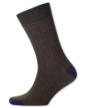 Rippstrick Socken in Braun