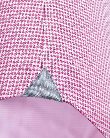 Extra slim fit business casual semi-spread collar puppytooth pink shirt