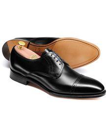 Hallworthy Budapester Derby Schuh mit Zehenkappe aus Kalbsleder in Schwarz