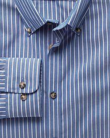 Bügelfreies Extra Slim Fit Hemd aus Popeline in Blau und Weiß mit Streifen