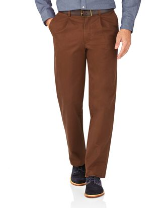 Classic Fit Freizeit Chino mit Bundfalte in Braun