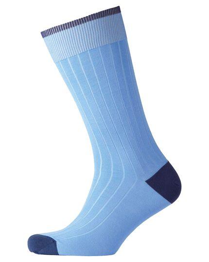 Rippstrick-Socken in hellblau