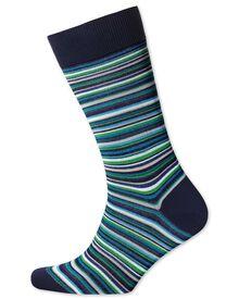 Socken in grün mit feinen bunten Streifen