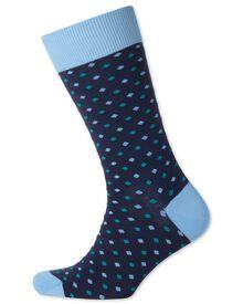 Socken in marineblau mit kleinen Punkten