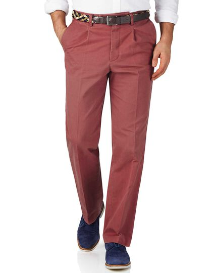 Light red classic fit single pleat weekend chinos