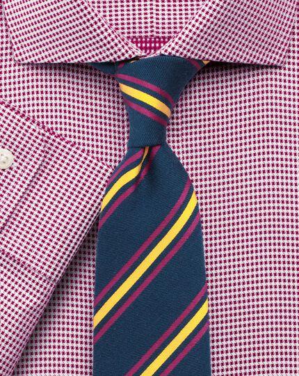 Classic fit cutaway collar star weave berry shirt