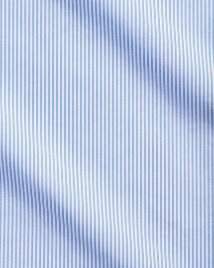 Bügelfreies Extra Slim Fit Hemd mit Haifischkragen in Himmelblau mit Bengal-Streifen