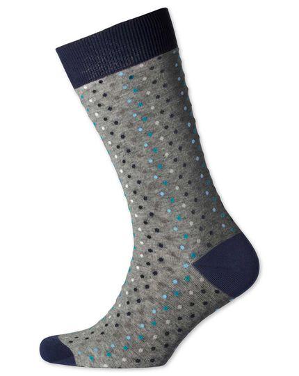 Socken in grau mit bunten Punkten
