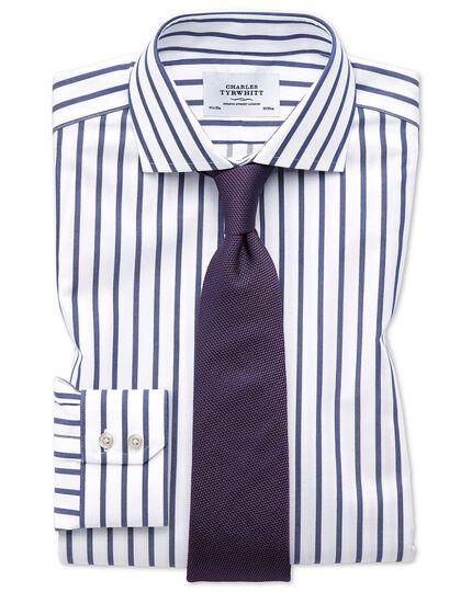 Bügelfreies Slim Fit Hemd mit Haifischkragen in Weiß und Blau mit Bengal-Streifen