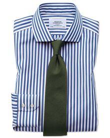 Chemise bleue sans repassage slim fit avec rayures Bengale et col cutaway