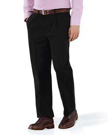 Bügelfreie Classic Fit Chino Hose mit Bundfalte in schwarz