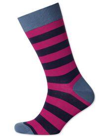 Socken in rosa und marineblau mit Streifen