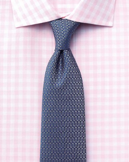 Slim fit semi-spread collar textured gingham pink shirt