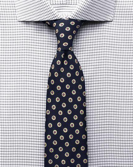 Slim fit cutaway collar non-iron white and black shirt