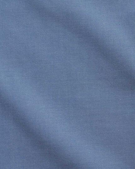 Bügelfreies Classic Fit Business-Casual Hemd mit Button-down Kragen in mittelblau