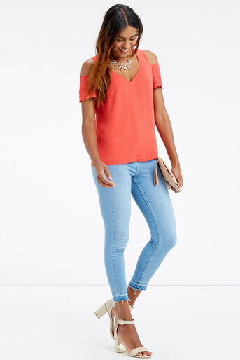 Oasis, LACE COLD SHOULDER TOP Mid Red 2