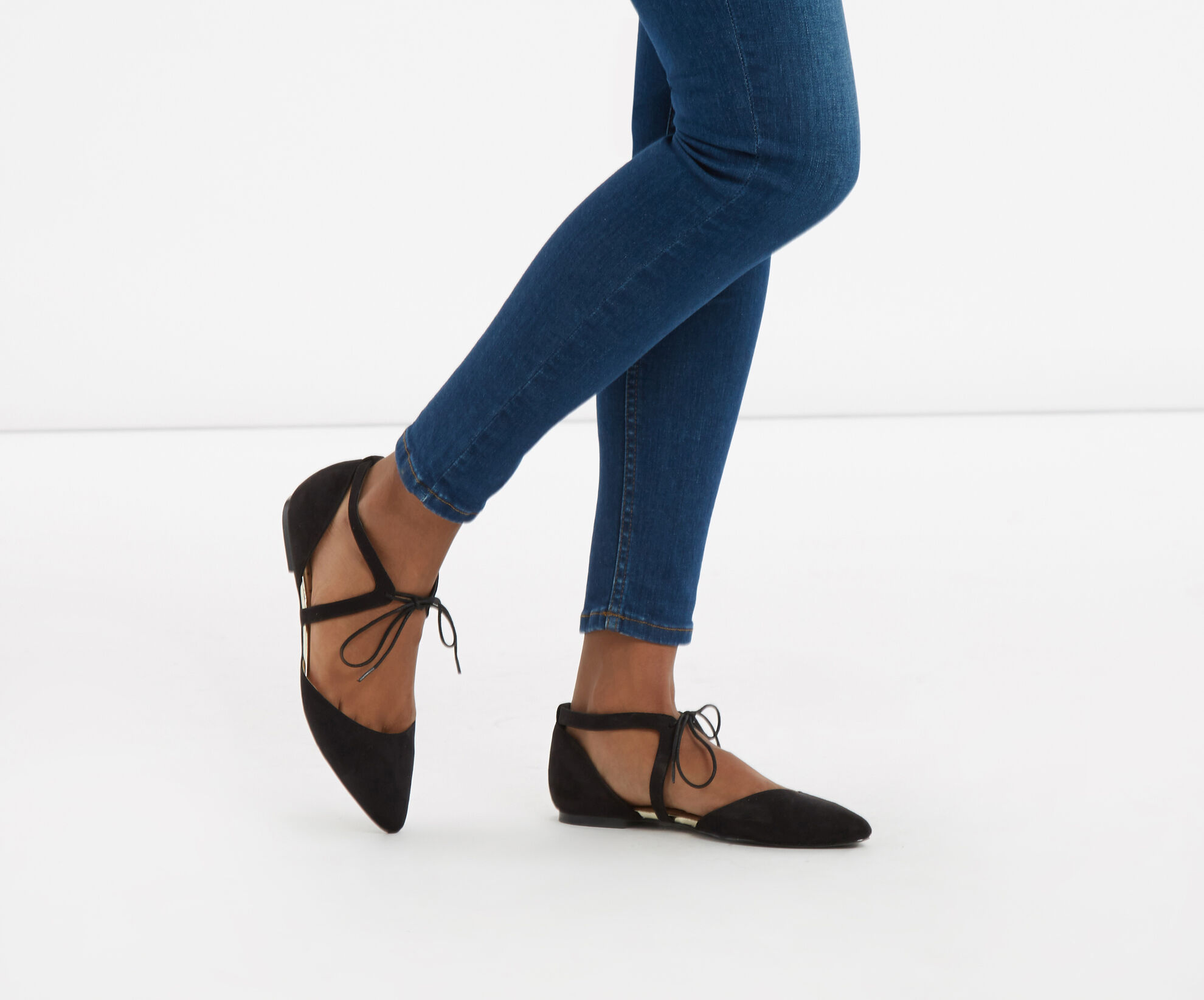 Oasis, Lace-Up Pointed Pump Black 1