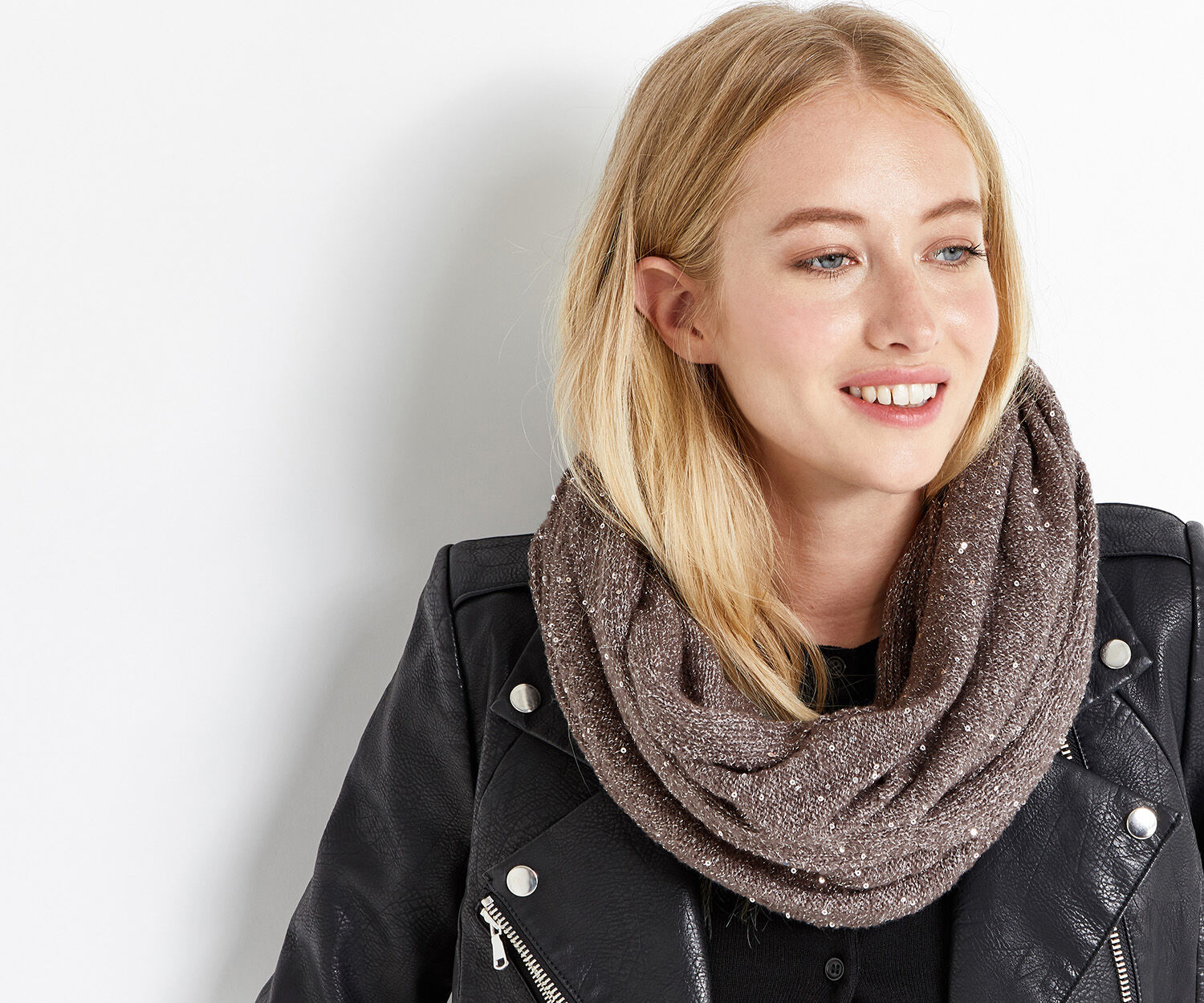 Oasis, SEQUIN KNIT SNOOD Mid Grey 1