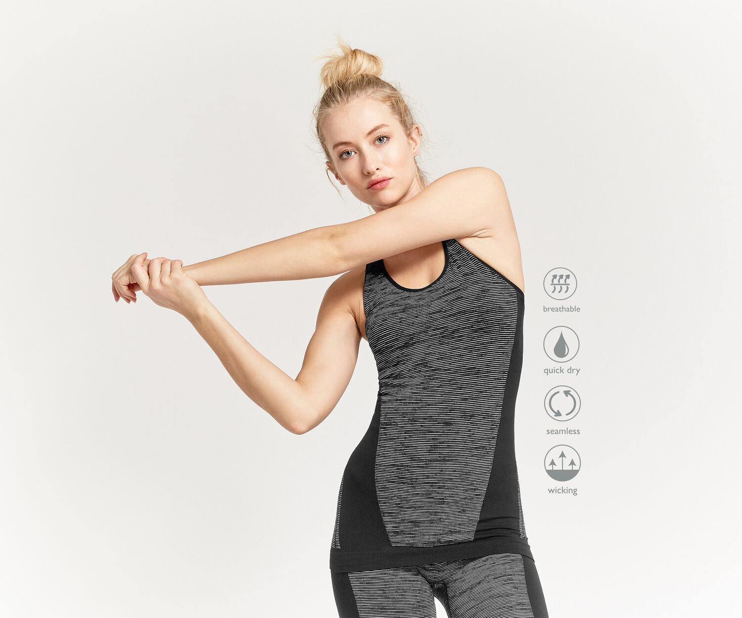 Oasis, Pineapple Seamless Vest Black and White 1