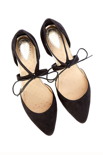 Oasis, Lace-Up Pointed Pump Black 2