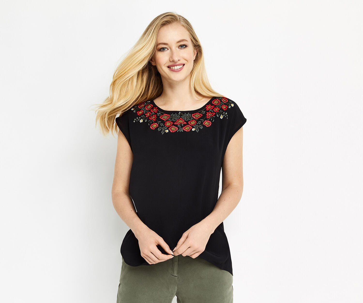 Oasis, ROSE EMBROIDERED TEE Black 1