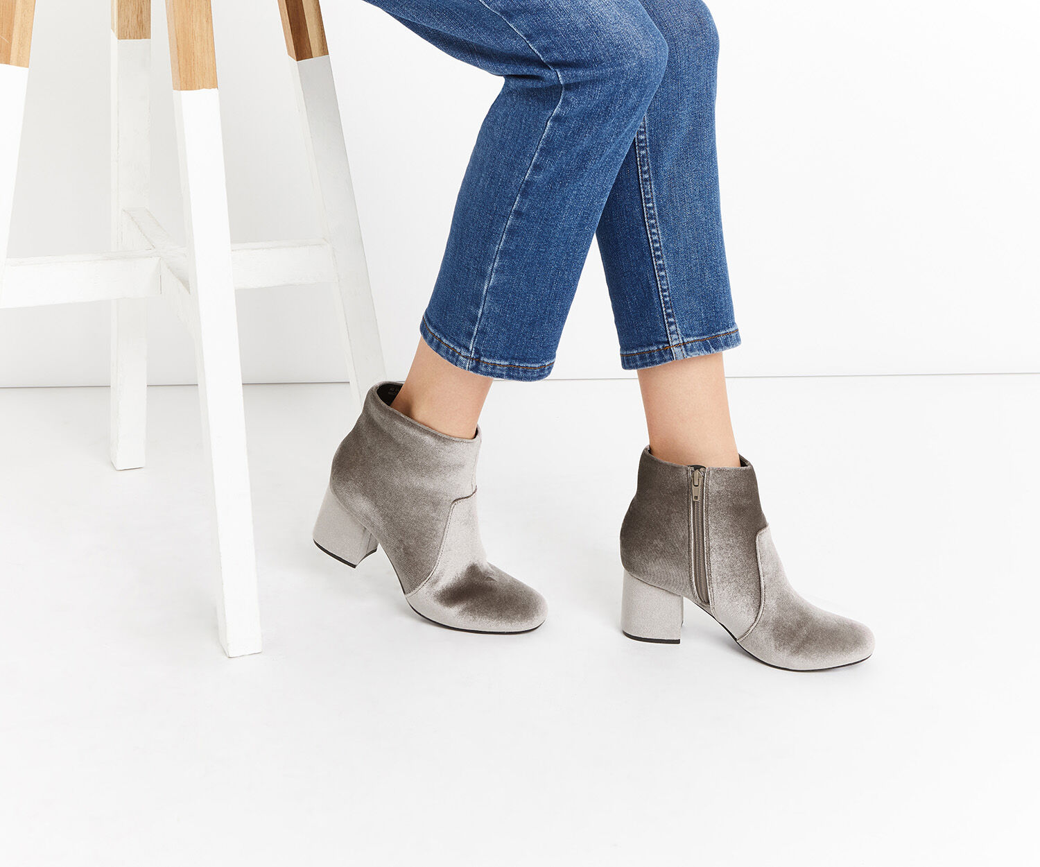 Oasis, VELVET KITTY BOOTS Pale Grey 1