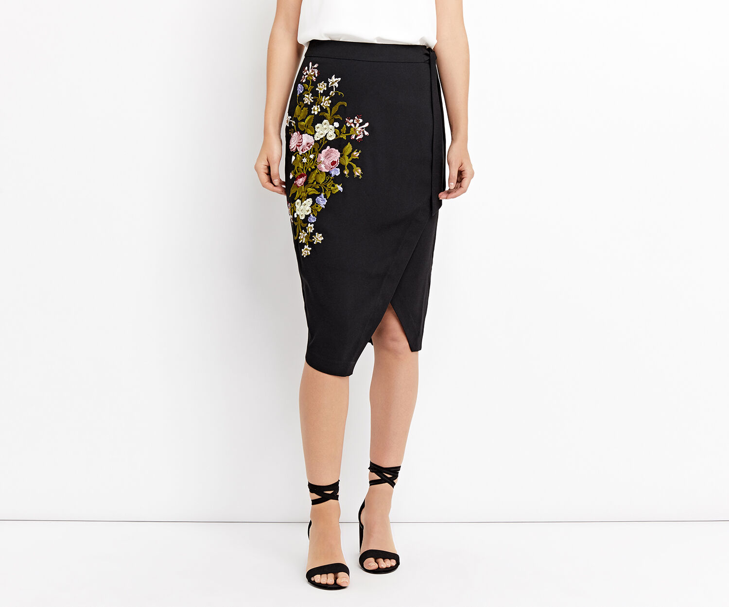Oasis, SPRING EMBROIDERED SKIRT Multi Black 1