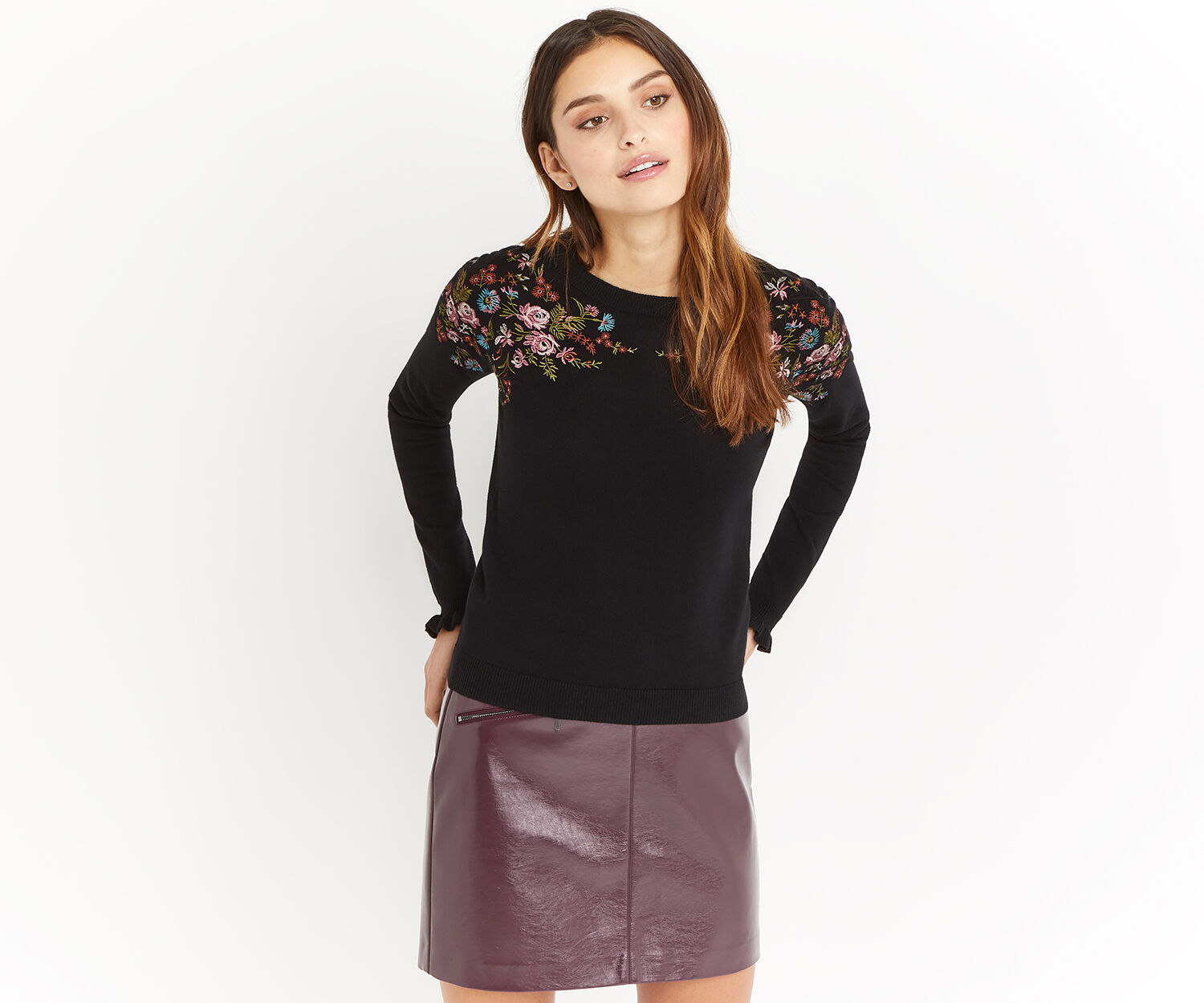 Oasis, EMBROIDERED PLACEMENT TOP Black 1