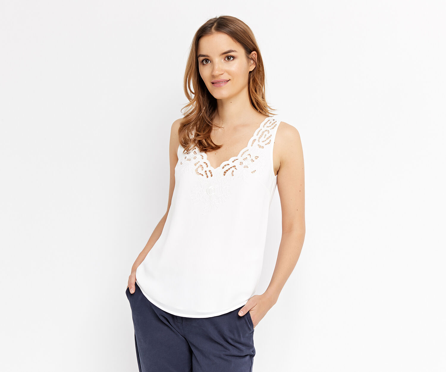 Oasis, SCALLOP EMBROIDERED VEST Off White 1