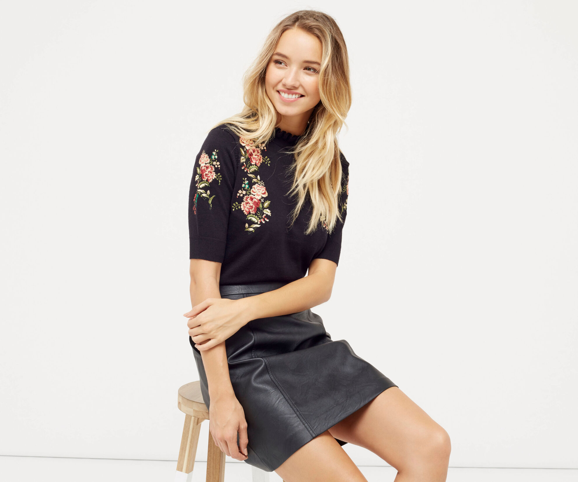 Oasis, EMBROIDERED FRILL KNIT Black 1