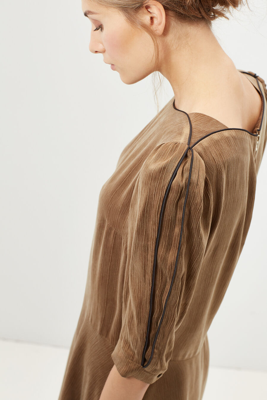 Boat-neck dress