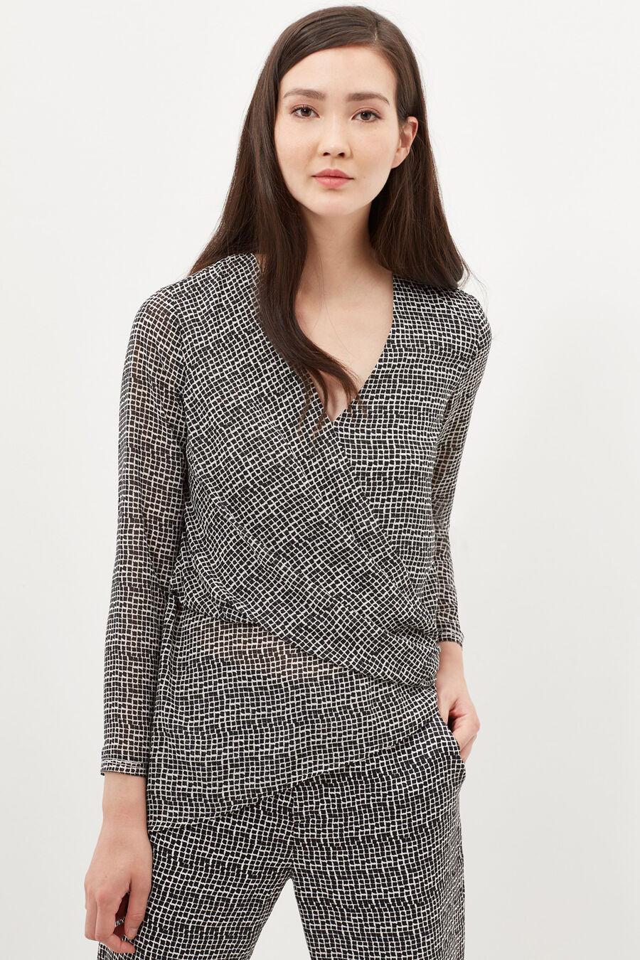 Asymmetric hem blouse