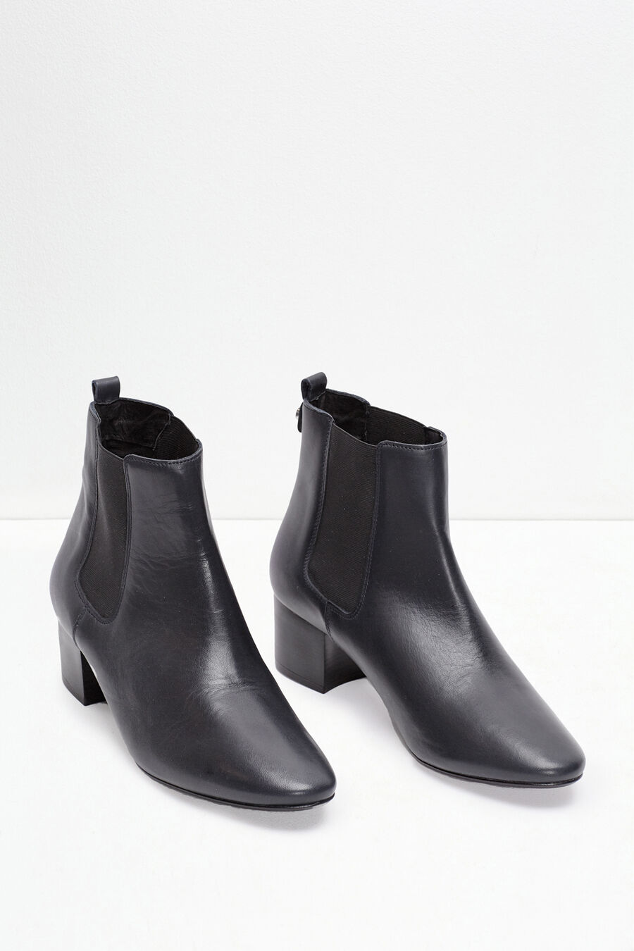 Elastic leather ankle boots