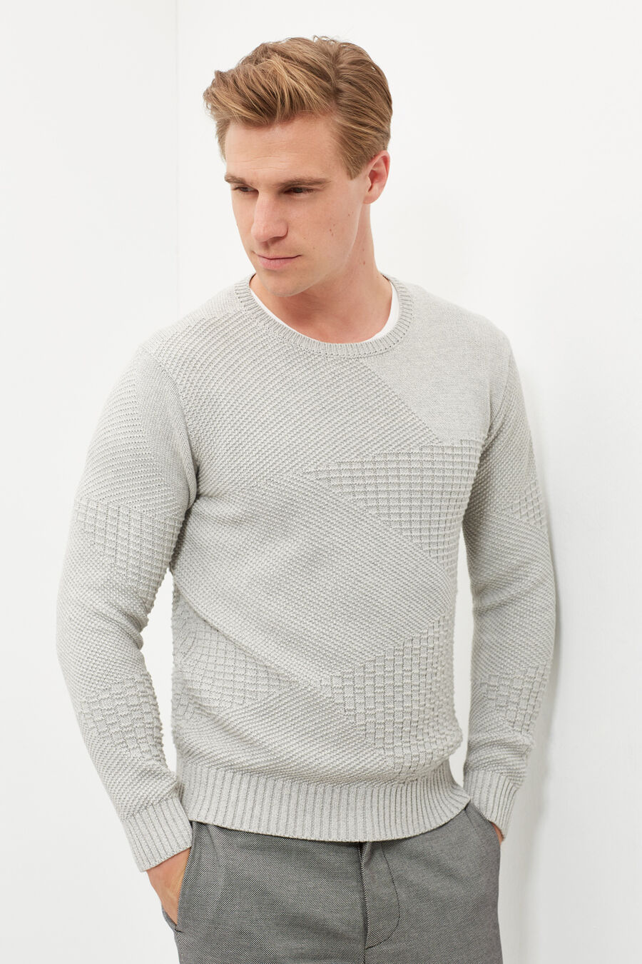 Structure sweater