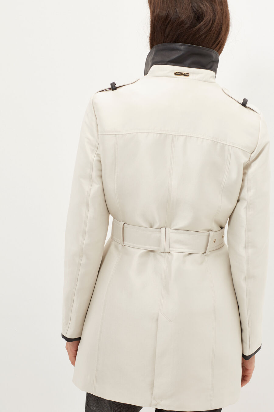 Contrasting piping trench coat