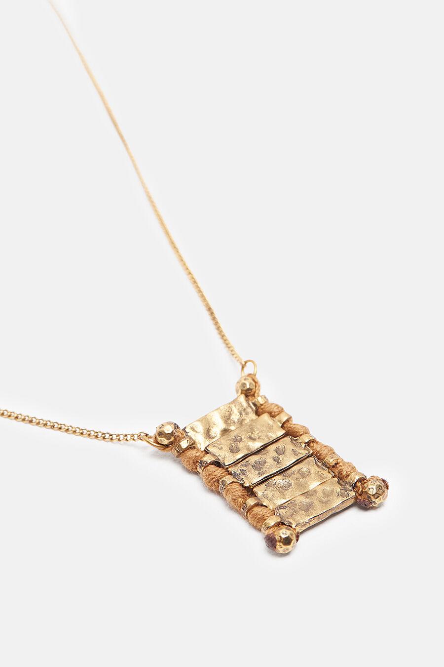 Metallic plates necklace