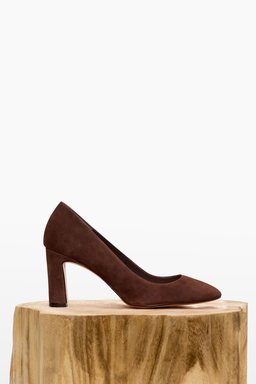 Suede shoes with heels