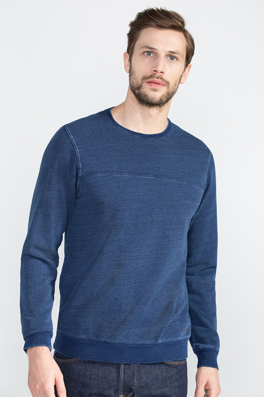 Sweatshirt with styling