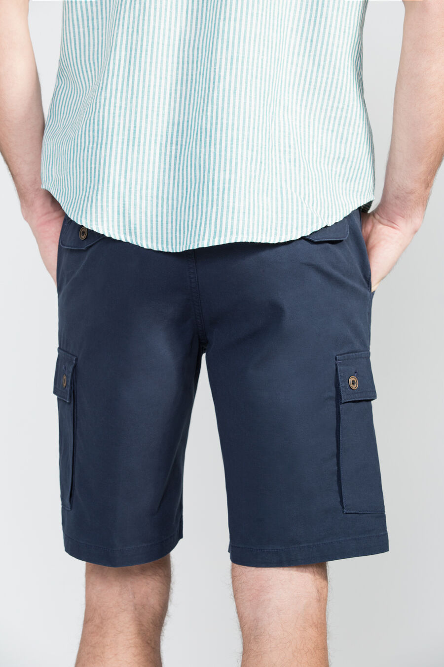 Tailored fit cargo bermuda shorts