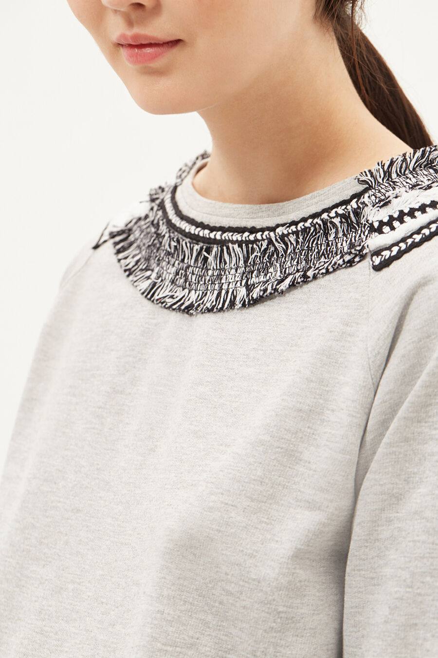 Sweatshirt with fringing