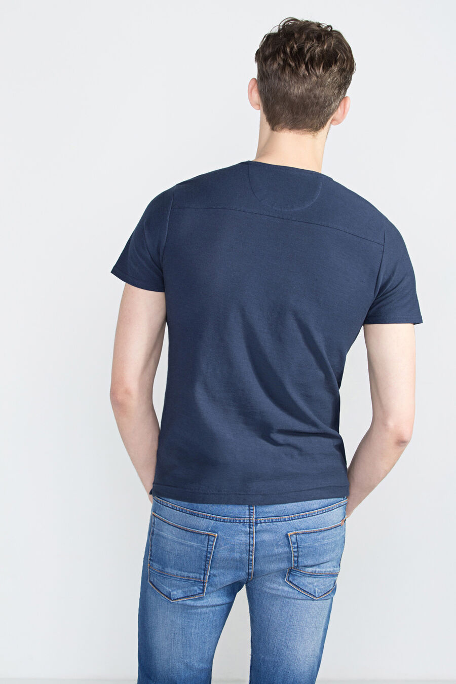 Camiseta cuello pico